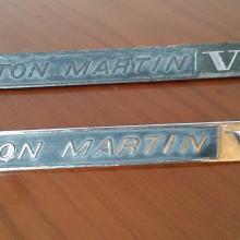 """Sárvédő embléma """"Aston Martin"""""""