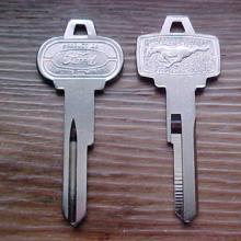 Csomagtérajtó kulcs